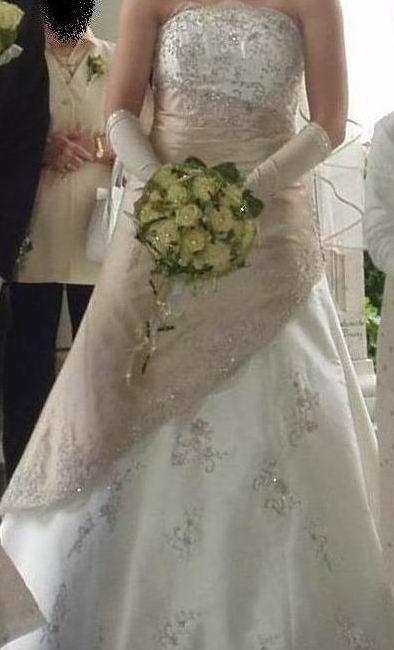 1232206088_Hochzeitskleid6.jpg